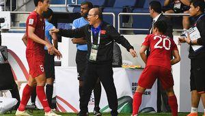 [사진]박항서 감독,일본 요시다 골은 핸드볼 파울이라고